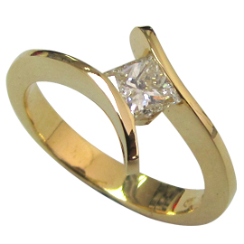 18K Yellow Gold Solitaire Ring : 0.40 ct Diamond