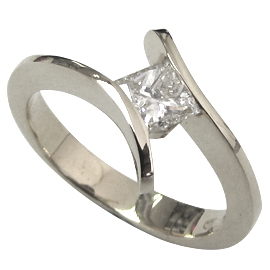 18K White Gold Solitaire Ring : 0.40 ct Diamond