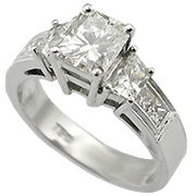 18K White Gold 1.65cttw Diamond Ring
